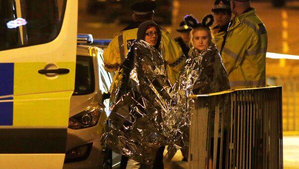 Widzowie po zamachu w hali Manchester Arena, Wielka Brytania - Sputnik Polska