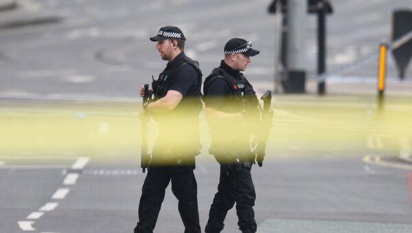 Policja patroluje okolice Manchester Areny, gdzie wczoraj doszło do wybuchu - Sputnik Polska