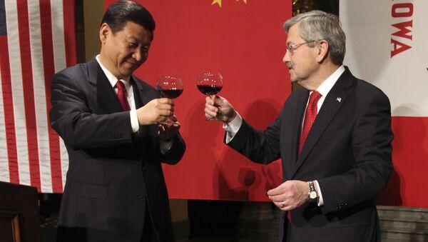 Xi Jinping i Terry Branstad, 15.lutego 2012 roku - Sputnik Polska