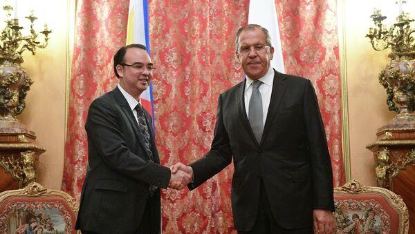 Minister spraw zagranicznych Filipin Alan Peter Cayetano i minister spraw zagranicznych Rosji Siergiej Ławrow - Sputnik Polska
