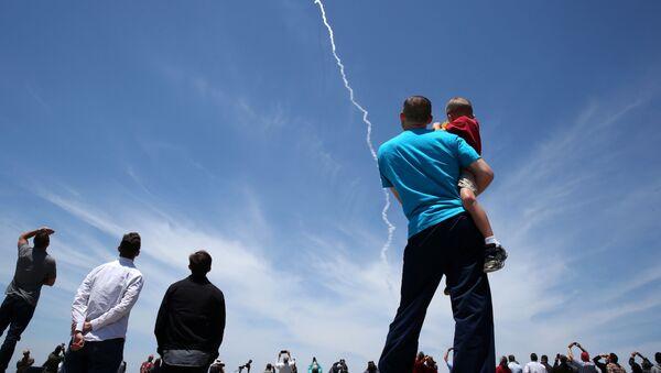 Widzowie oglądają próby systemu obrony przeciwrakietowej USA w Kalifornii - Sputnik Polska