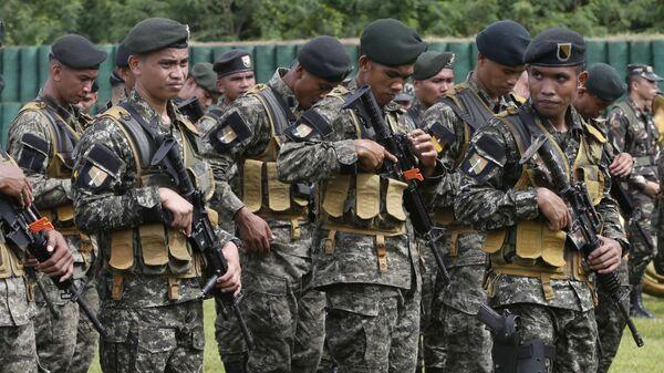 Filipińscy żołnierze w obozie wojskowym - Sputnik Polska