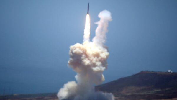 We wtorek Pentagon testował część systemu wykorzystywaną do zestrzeliwania międzykontynentalnych pocisków balistycznych (ICBM) zdolnych do przenoszenia broni nuklearnej - Sputnik Polska