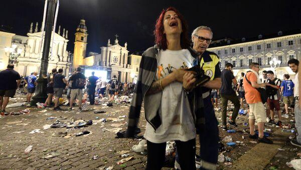 Ponad 700 osób odniosło obrażenia na głównym placu w Turynie, gdy w strefie kibica wybuchła panika - Sputnik Polska
