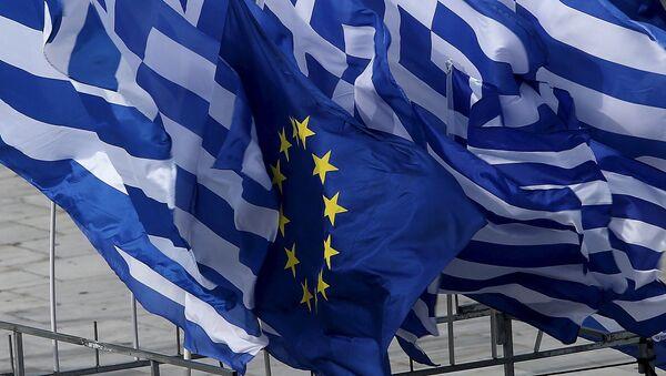Flagi Grecji i UE - Sputnik Polska