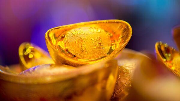 Chińska sztabka złota w formie buta - Sputnik Polska