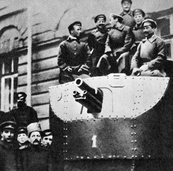 """Pancernik """"Ilja Muromiec"""" to unikalna konstrukcja, pod względem swoich właściwości odpowiadająca pierwszym czołgom, ale bardziej tradycyjna. Został zbudowany na bazie ciężkiego amerykańskiego traktoru Allis-Chalmers w 1916 roku i przeznaczony na front, jednak na wojnę nie zdążył. - Sputnik Polska"""