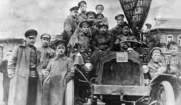 Głównym sprzętem technicznym 1917 roku były lekkie samochody i nie eksperymentalne pancerniki, ale zwykłe ciężarówki. Do jednego takiego auta mógł pomieścić się cały związek taktyczny. - Sputnik Polska