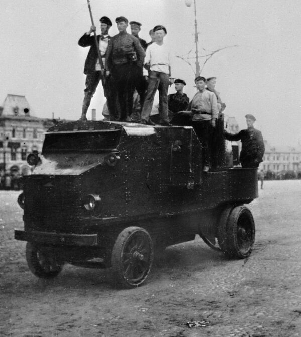 Dumą czerwonoarmistów była ciężarówka opancerzona. W dobrej fabryce można ją było zrobić z odpowiednich płyt metalowych własnymi siłami. - Sputnik Polska