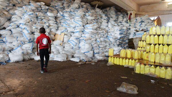 Pomoc humanitarna w syryjskim Dajr az-Zaur - Sputnik Polska