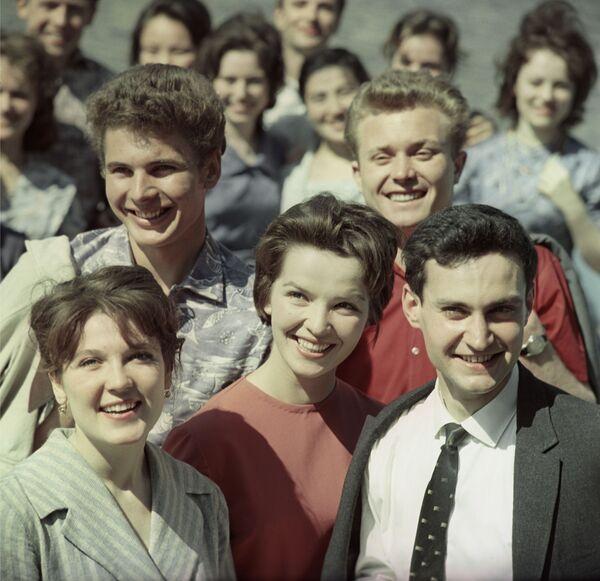 Grupa studentów w latach 60. - Sputnik Polska