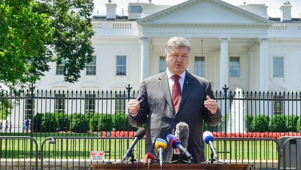 Wystąpienie prezydenta Ukrainy Petra Poroszenki przed dziennikarzami po spotkaniu z prezydentem USA Donaldem Trumpem - Sputnik Polska