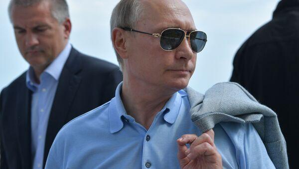 W sobotę prezydent Rosji Władimir Putin przyjechał do ośrodka młodzieżowego Artek na Krymie - Sputnik Polska