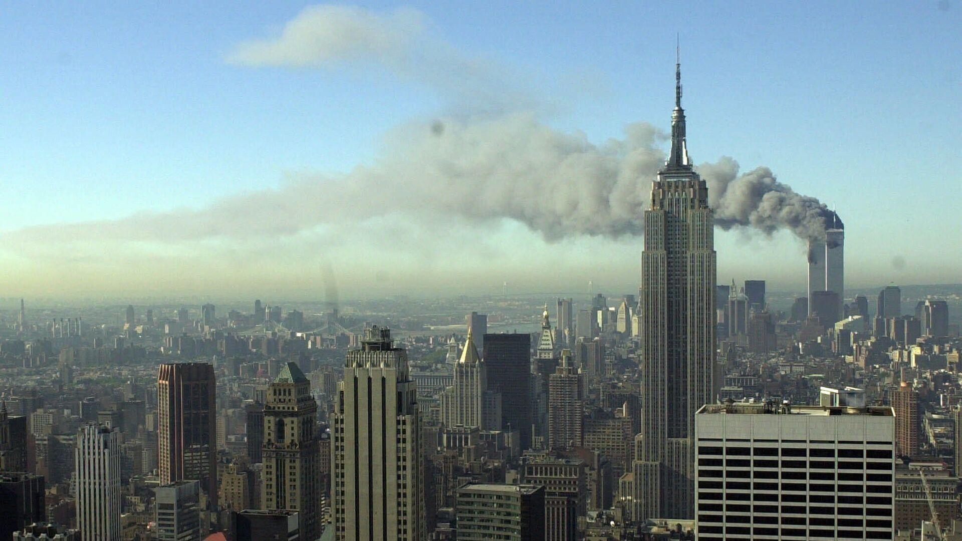 Dym z wież WTC po zamachu 11 września 2001 w Nowym Jorku - Sputnik Polska, 1920, 12.09.2021