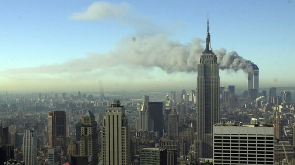 Dym z wież WTC po zamachu 11 września 2001 w Nowym Jorku - Sputnik Polska
