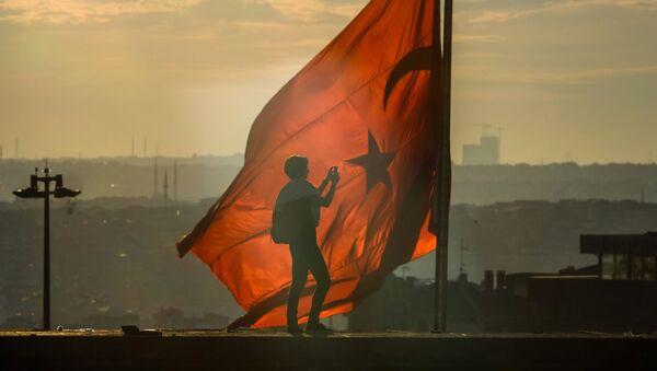 Flaga Turcji na placu Taksim w Stambule - Sputnik Polska