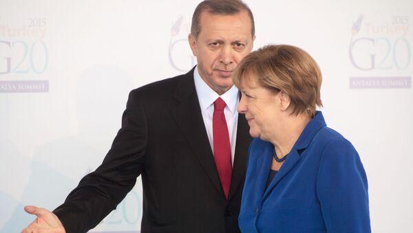 Prezydent Turcji Recep Tayyip Erdogan i kanclerz Niemiec Angela Merkel podczas otwarcia szczytu G20 w Antalyi - Sputnik Polska