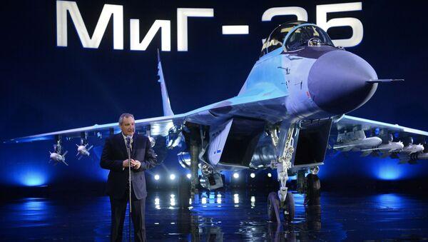 Wiceprzewodniczący rządu rosyjskiego Dmitrij Rogozon występuje na prezentacji MiG-35 - Sputnik Polska