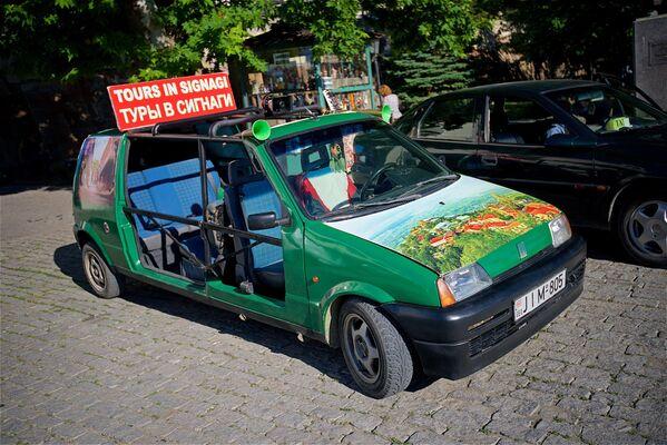 Taksówka na ulicy Sighnaghi - Sputnik Polska