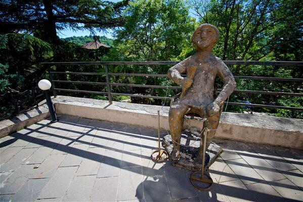 Pomnik tamady w pobliżu museum w Sighnaghi - Sputnik Polska