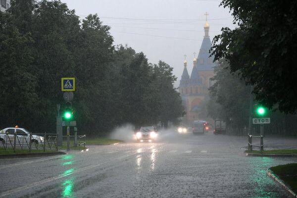 Podczas ulewy w Moskwie. - Sputnik Polska