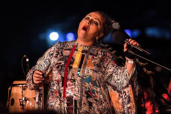Gruzińska piosenkarka Nino Katamadze z zespołem Insight  podczas XIV Międzynarodowego Festiwalu Usad'ba Jazz w muzeum folwarku Archangielskoje. - Sputnik Polska