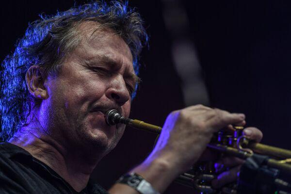 Norweski trębacz jazzowy i kompozytor Nils Petter Molvaer podczas XIV Międzynarodowego Festiwalu Usad'ba Jazz w muzeum folwarku Archangielskoje. - Sputnik Polska