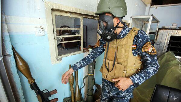 Żołnierz irackiej armii na składzie amunicji. Mosul - Sputnik Polska