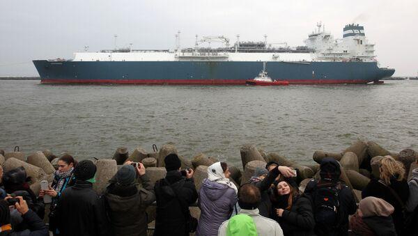 Tankowiec przewożący skroplony gaz ziemny w porcie w Kłajpedzie, Litwa - Sputnik Polska