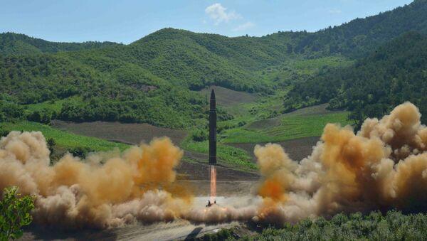 Wystrzał rakiety balistycznej Hwasong 14 w Korei Północnej - Sputnik Polska