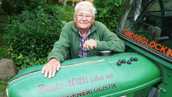 Niemiecki emeryt Winfried Langner podróżujący traktorem z Niemiec do Rosji - Sputnik Polska