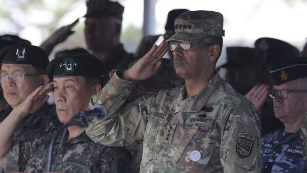 Dowódca sił armii USA w regionie Pacyfiku, generał Vincent Brooks - Sputnik Polska