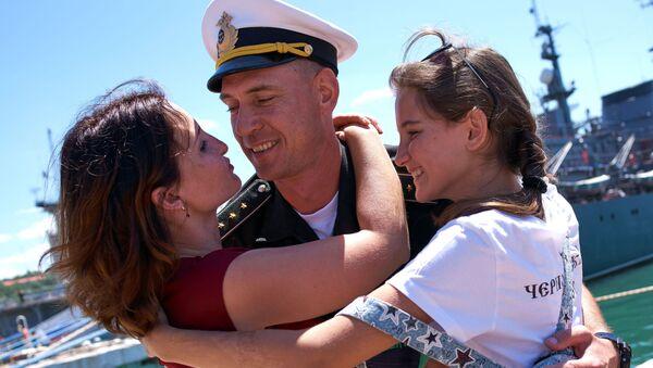 Uroczyste powitanie fregaty Admirał Essen, która wróciła z Syrii po wypełnieniu swojej misji. - Sputnik Polska