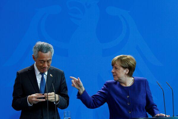 Premier Singapuru Lee Hsien Loong z kanclerzem Niemiec Angelą Merkel - Sputnik Polska
