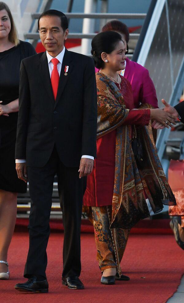 Prezydent Indonezji Joko Widodo z małżonką - Sputnik Polska