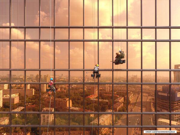 Zdjęcie Świt nad Mercury City Tower. II miejsce w kategorii Miasto. - Sputnik Polska