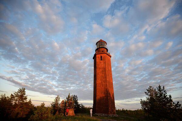 Na wyspie Bolszoj Tiuters znajduje się latarnia morska. Jej wysokości wynosi 21 metrów. - Sputnik Polska