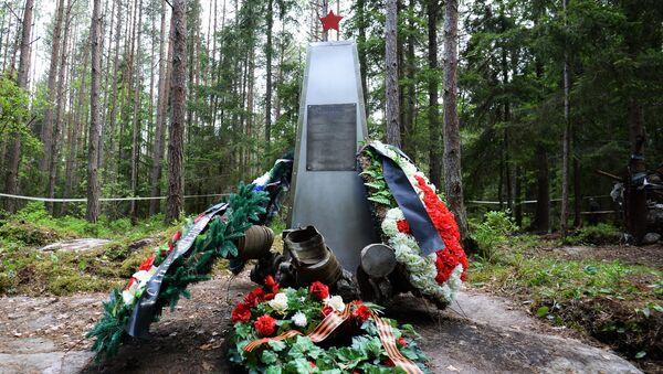 Pomnik poświęcony radzieckim żołnierzom, którzy zginali na wyspie podczas walk w 1943 roku. - Sputnik Polska