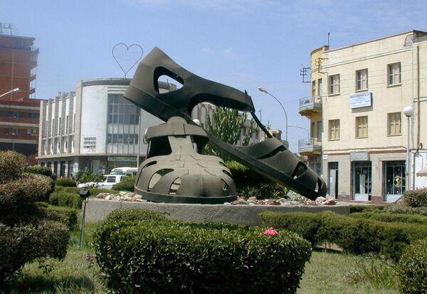 Rzeźba w centrum stolicy Erytrei,Asmara - Sputnik Polska