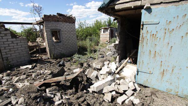 Skutki ostrzału w miejscowości Aleksandrowka w obwodzie donieckim - Sputnik Polska