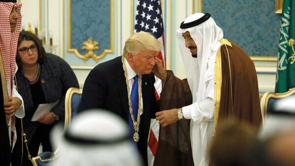 Król Arabii Saudyjskiej Salman bin Abdulaziz Al Saud i prezydent USA Donald Trump w Rijadzie, 20.05. 2017 r. - Sputnik Polska