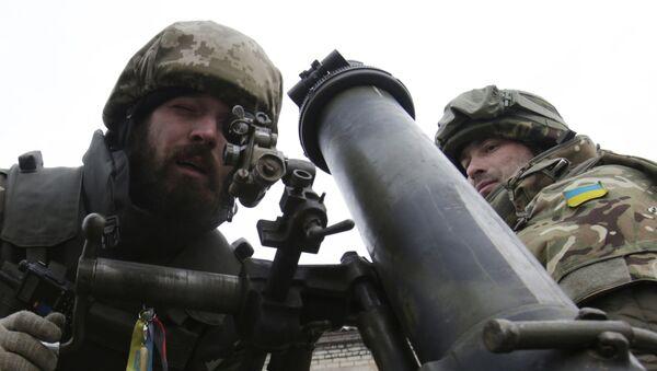 Ukraińscy wojskowi z moździerzem w obwodzie donieckim - Sputnik Polska
