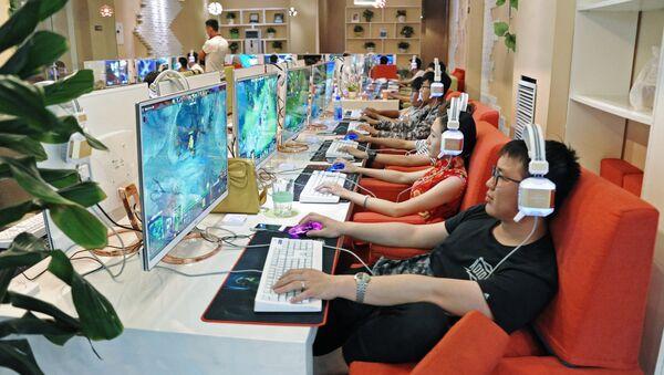 Chińczycy w centrum handlowym - Sputnik Polska