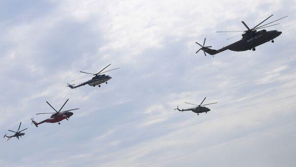 Helikoptery Mi-26, Mi-8, Mi-38 i Mi-28N podczas ćwiczeń przed otwarciem Międzynarodowego Salonu Lotnictwa i Przestrzeni MAKS-2017 - Sputnik Polska
