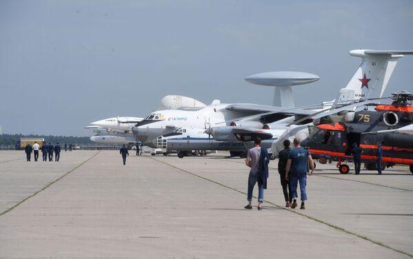 Samoloty na poligonie podczas przygotowań do otwarcia Międzynarodowego Salonu Lotniczego i Kosmicznego MAKS-2017 w Żukowskim. - Sputnik Polska