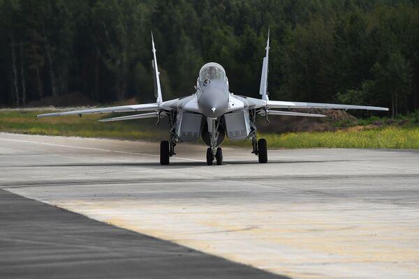 Wielozadaniowy myśliwiec MiG-29 podczas prób na poligonie rosyjskiej fabryki samolotów MiG pod Moskwą - Sputnik Polska
