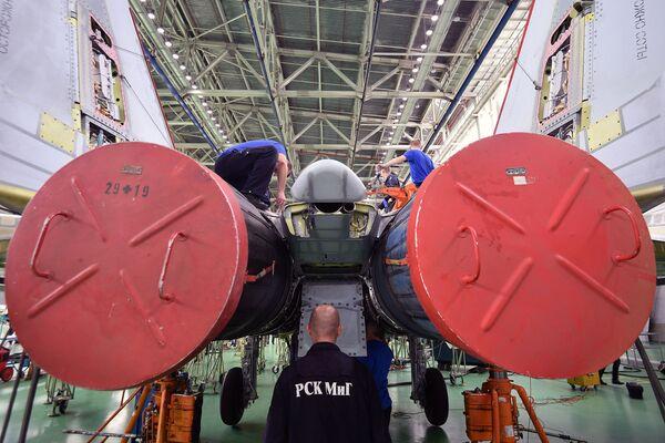 Hala montażowa wielozadaniowych myśliwców MiG-29. - Sputnik Polska