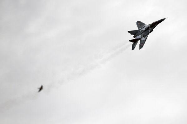 Wielozadaniowy myśliwiec MiG-29 podczas prób na poligonie. - Sputnik Polska