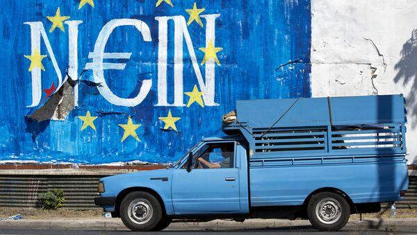 Grafiti w Atenach ze słowem Nie w języku niemieckim z symboliką UE - Sputnik Polska