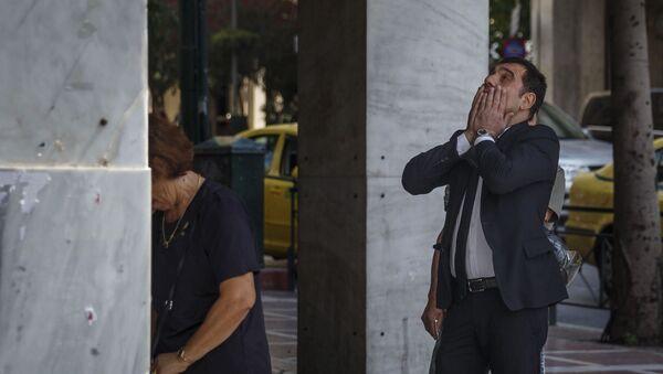 Mieszkańcy Aten przy bankomacie - Sputnik Polska